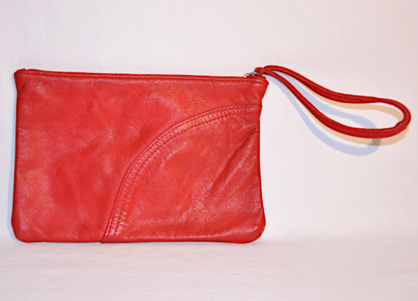 Heartcraft_medium_upcycled_leather_pouch_MP0003_back