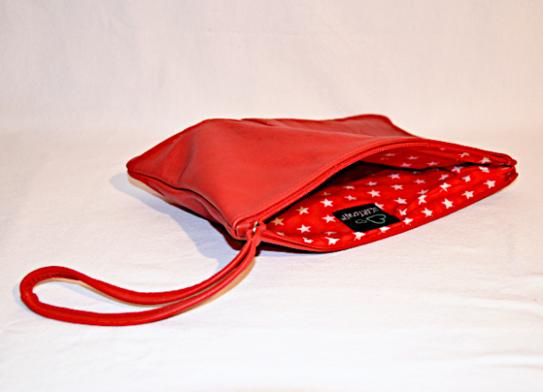 Heartcraft_medium_upcycled_leather_pouch_MP0003_in