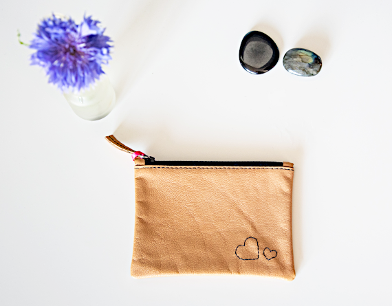 Heartcraft_small_upcycled_leather_pouch_SP0012_image