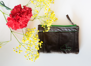 Heartcraft_small_upcycled_leather_pouch_SP0019_image